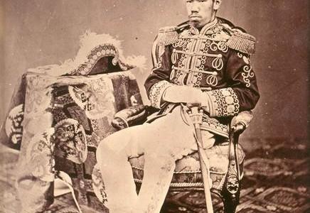 """""""A világ első hosszú távú iparosítási terve Japánban született 1882-ben. Maeda Masana nevéhez fűződik, aki főnöke, azaz az akkori pénzügyminiszter megbízásából készítette el több mint tíz vaskos kötetre rúgó munkáját […]"""